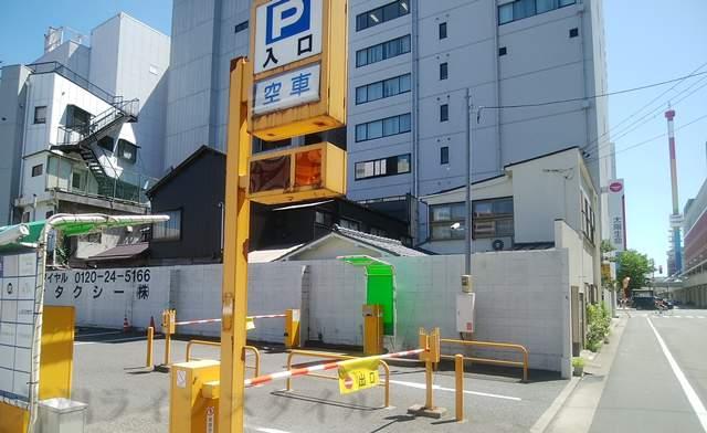 アルモ万代第1駐車場の入口の見た目