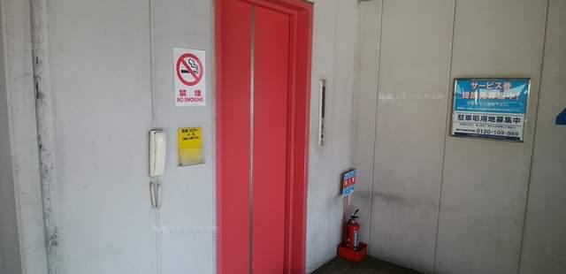 パラカ万代シティ駐車場のエレベーター