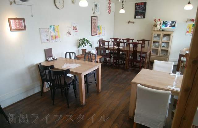 萬福食堂のテーブル席