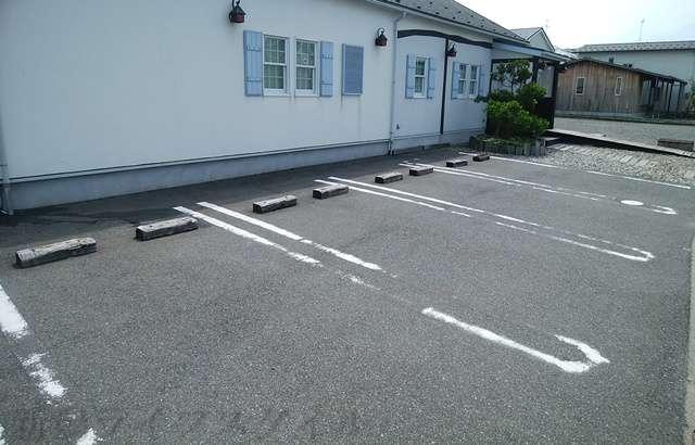 パティスリー グレヌの駐車場