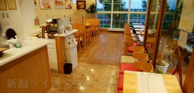 中条たまご直売店のカフェスペース
