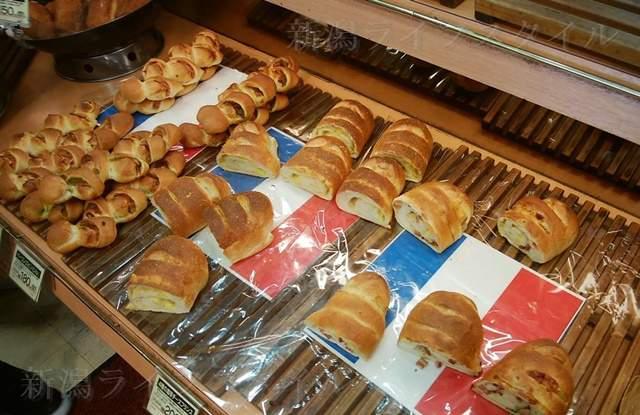 ボーレウオロク新津店の陳列棚のパンその3