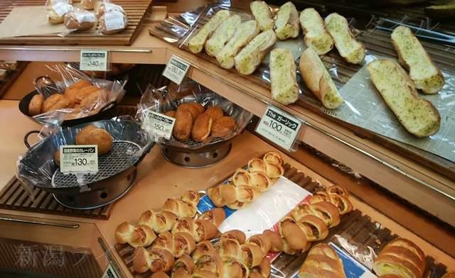 ボーレウオロク新津店の陳列棚のパンその4