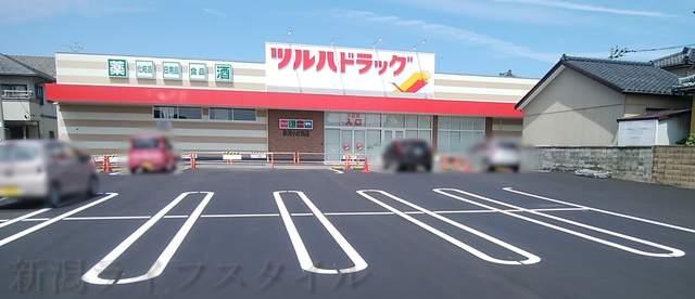 ツルハドラッグ小針西店の駐車場