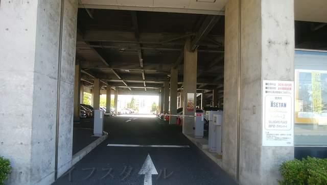 万代シティ第5駐車場の入口真正面