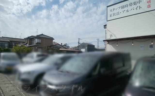 フタツメの横の駐車場