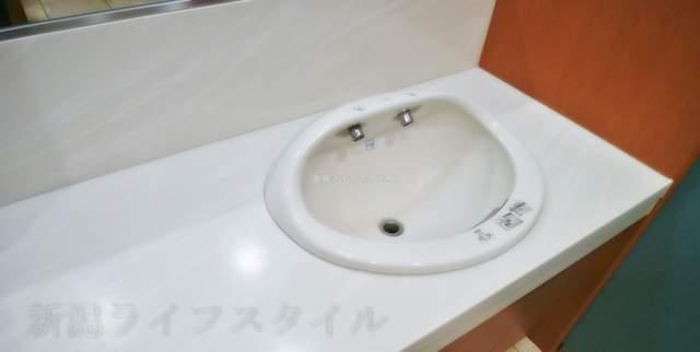 伊勢丹新潟のレストラン街のトイレの手洗い場