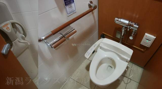 伊勢丹新潟のレストラン街のトイレの洋式トイレ