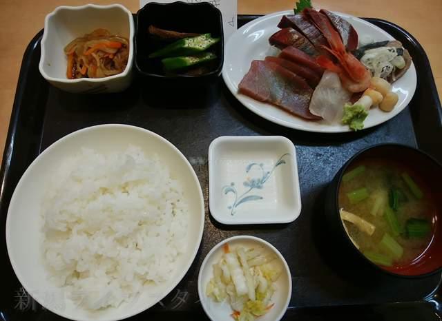 中央食堂の刺身定食