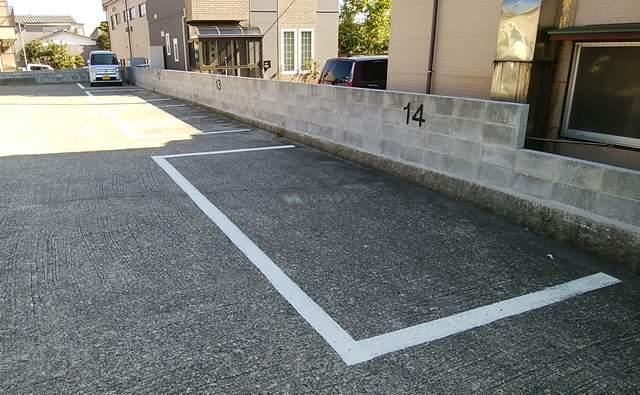 ふくらくの店舗横の駐車場