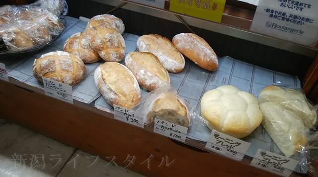 カワムラ万代店のハード系のパン