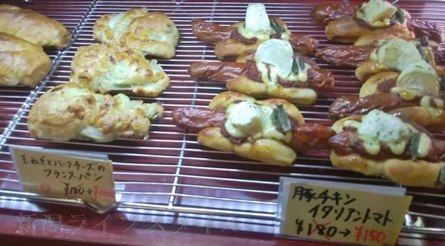 カワムラ本店のオニオンチーズなど