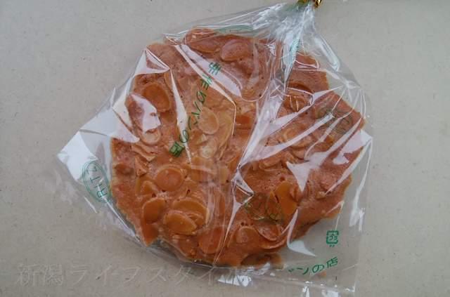 リッツのアーモンドクッキー袋に入った状態