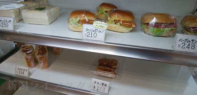 リッツのショーケースのハンバーガー、サンドイッチ