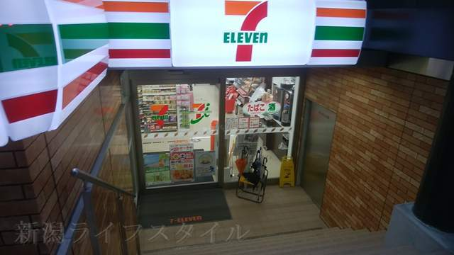 セブンイレブン花園1丁目店の入口