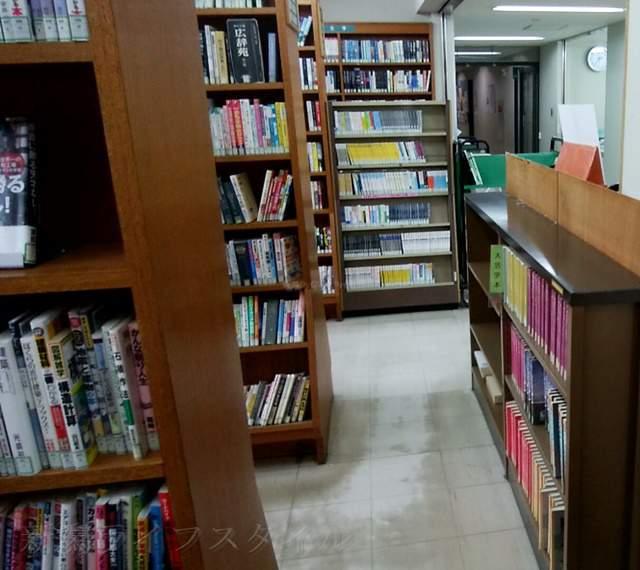 鳥屋野図書館の内部の風景その2