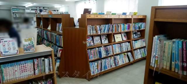 鳥屋野図書館の内部の風景その1