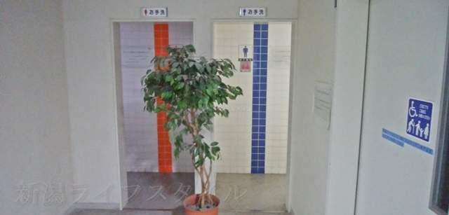 新潟市南地区センターの1Fトイレ入り口