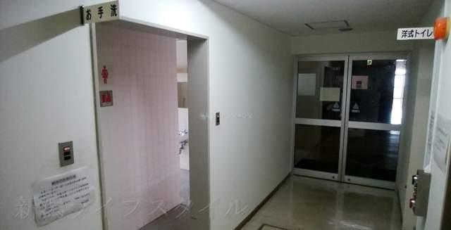新潟市南地区センター2Fのトイレ前の様子