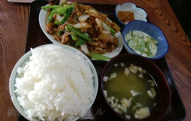 柿屋のイカ肉野菜炒め定食