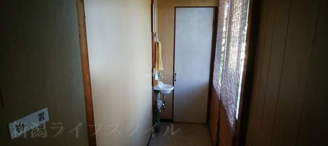 柿屋のトイレに通じる廊下