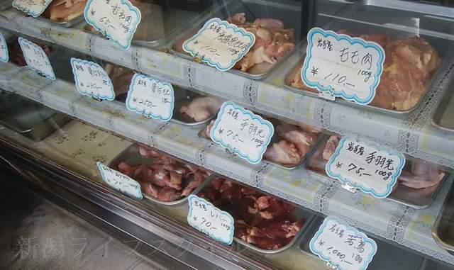 鳥真で売られている生肉たち