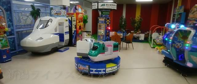 タイトーFステーション新潟西店の子供用乗り物コーナー