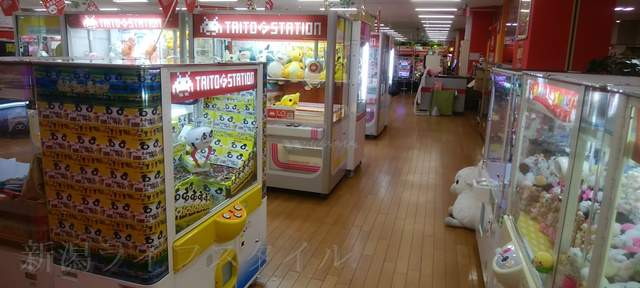 タイトーFステーション新潟西店のUFOキャッチャーなどがあるブースその1