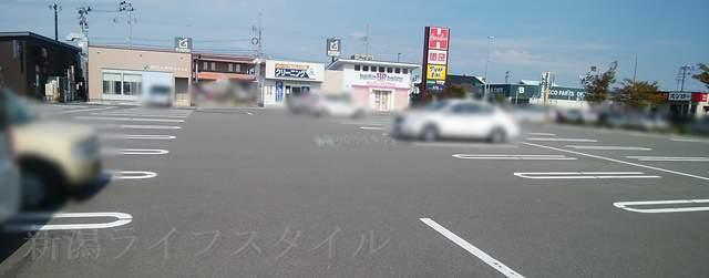 マツキヨ女池店の向かいのサーティワン