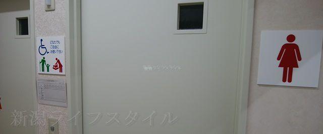 マツキヨ女池店のトイレの入り口