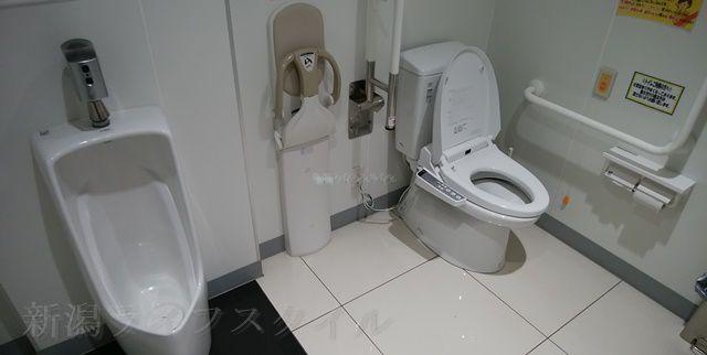 マツキヨ女池店の多目的トイレの様子