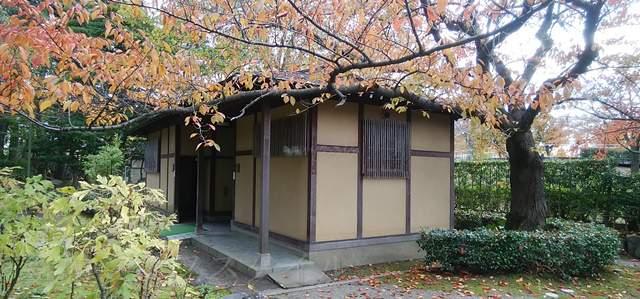 白山神社のトイレの間近からの画像