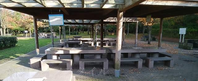 濁川公園のバーベキュー場のテーブル