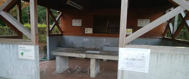 濁川公園のバーベキュー場の屋根付きの水場