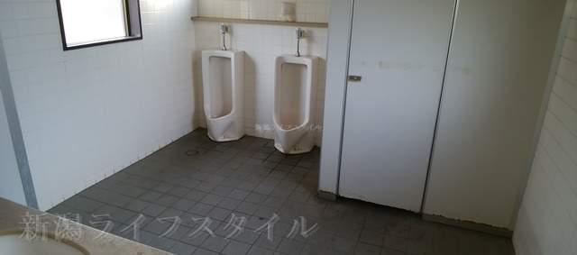濁川公園の男子トイレ内部