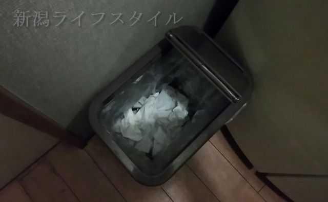 猫満のトイレのゴミ箱