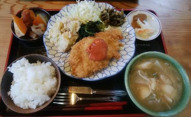 源松食堂のランチのロースかつ定食