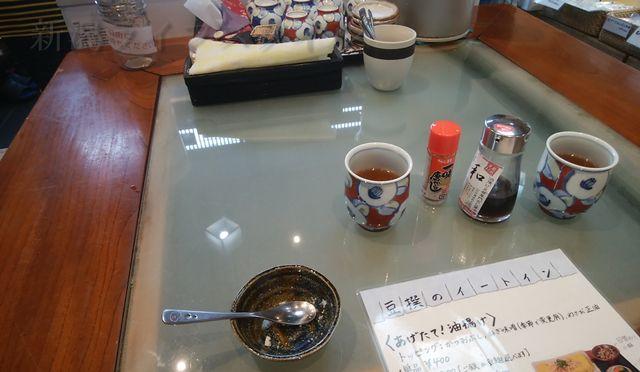 豆撰の真ん中の大テーブル。お茶とおからを頂いた後