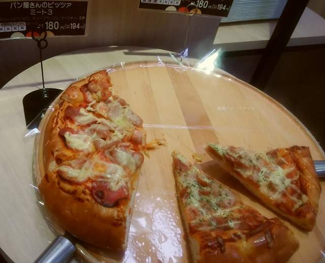 イオン新潟東ベーカーシェフのパン屋さんのピッツァミート3