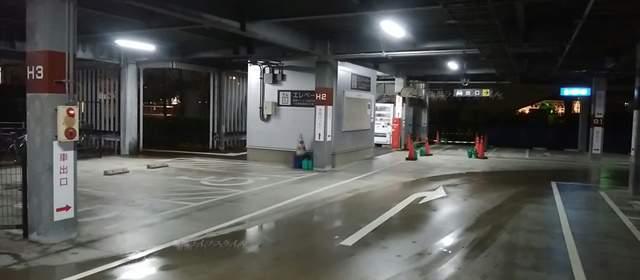 万代島駐車場Eの階段付近