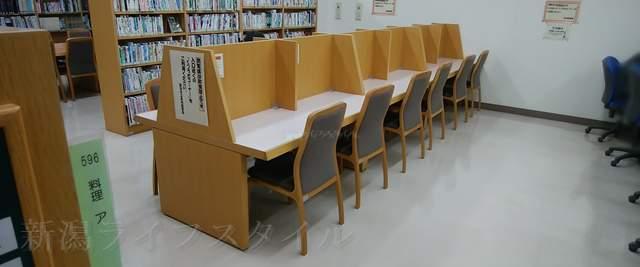 黒埼図書館の閲覧席その4