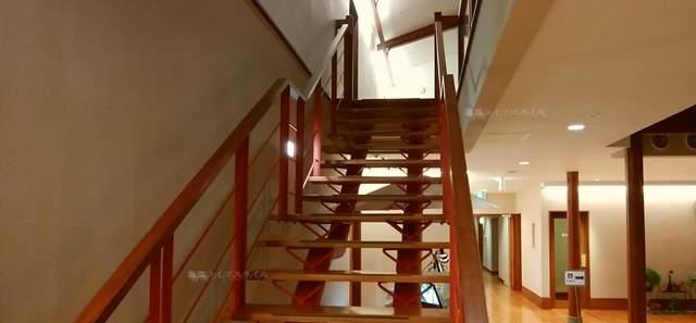 ヴィネスパお食事処近くの階段