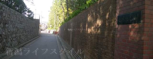 地獄極楽小路の旧新潟刑務所通用門跡その1