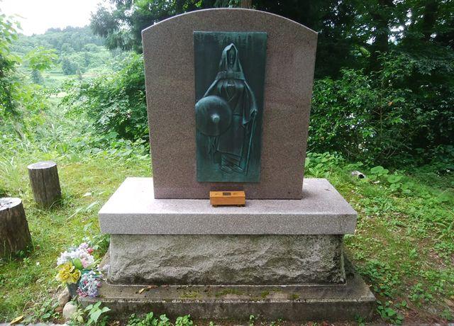 静御前の墓にある静御前の彫刻