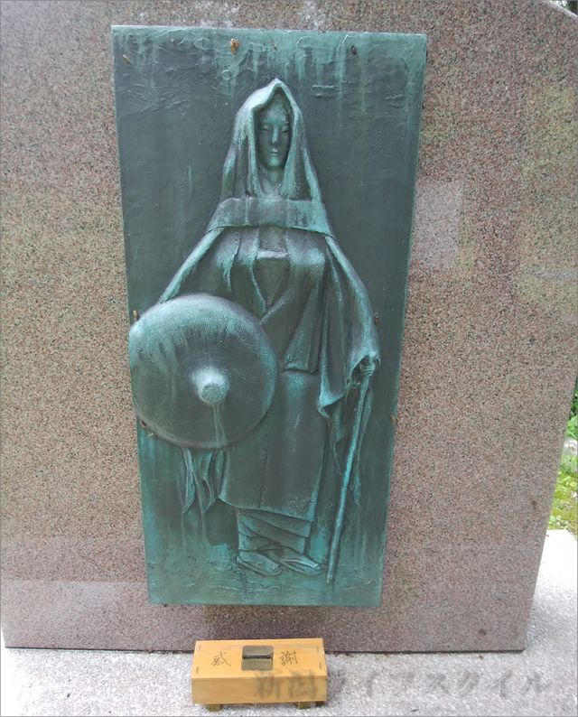 静御前の彫刻のアップ