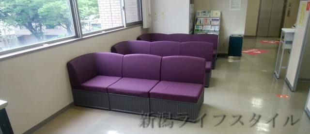 西年金事務所2階の待合い席