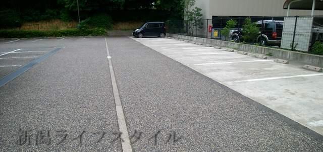 西年金事務所の駐車場。結構広い