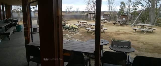 そら野テラスのおにぎり作成所から外を眺めた風景