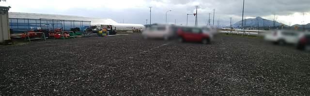 そら野テラス裏手のジャリの駐車場