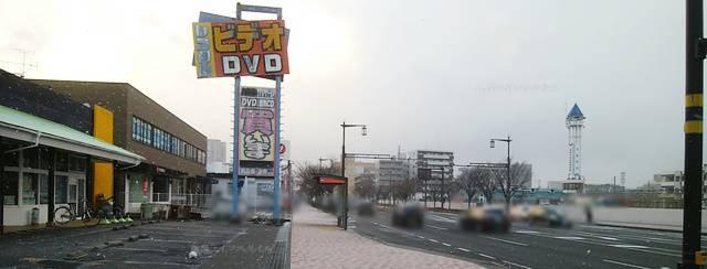 メディアパワー駅なん店の前の歩道から新潟駅方向を望む